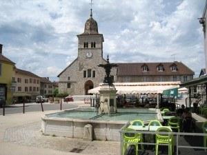 Clairvaux-les-lacs-fontaine-eglise