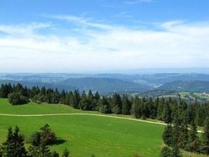 Vue sue le Jura suisse depuis la tour de Moron